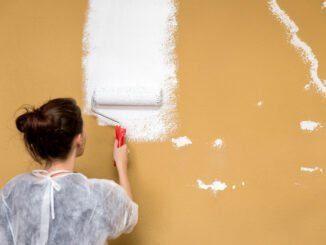dunkle Wandfarbe überstreichen weiß streichen