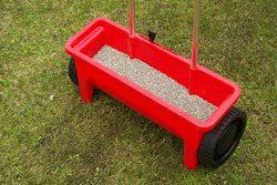 Düngen Sie Ihren Rasen in regelmäßigen Abschnitten