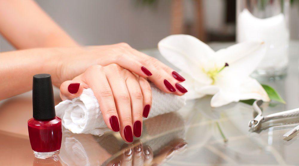 roter nagellack klassiker trend