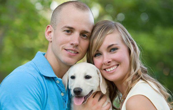Geben Sie dem geliebten Hund ein liebevolles Zuhause