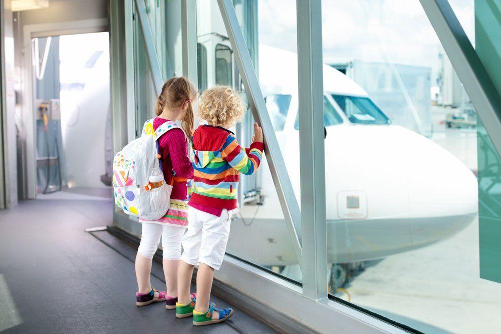 Kinder Flugzeug Urlaub