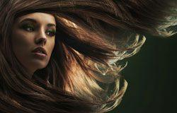 Mit Extensions traumhaft schöne Haare