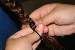 Flechten Sie Ihre Haare, bevor Sie ins Bett gehen