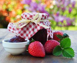 Erdbeeren einkochen und Marmelade genießen