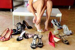 Schuhe kaufen auf Rechnung hat den Vorteil des zu Hause anprobierens