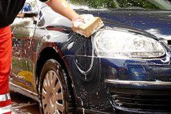 Sie sollten regelmäßig Ihr Auto waschen