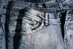 Jeans aufhellen - optische Highlights setzen