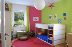 kleines kinderzimmer einrichten 5 tipps. Black Bedroom Furniture Sets. Home Design Ideas