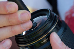 Reinigen Sie das Objektiv am besten mit einem Lenspen
