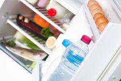 Schließen Sie die Kühlschranktür immer wieder schnell