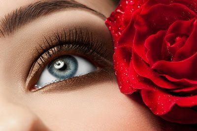 Gold/Goldbraun passt gut zu blauen Augen