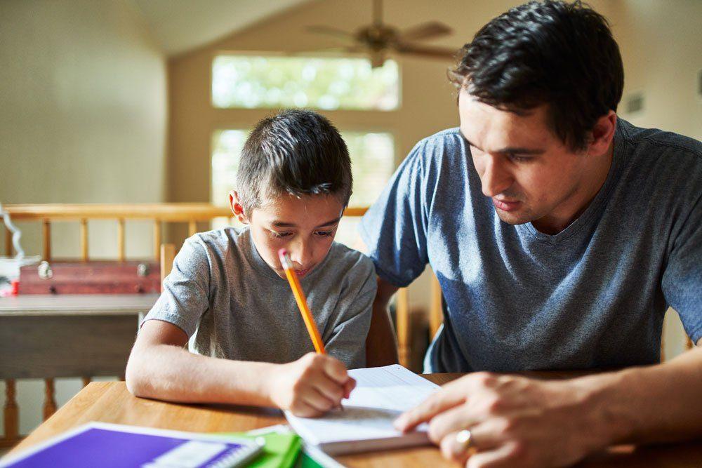 Kind sucht selbst Lösungen einer Aufgabe