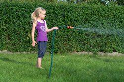 Gartenarbeit Juli wässern
