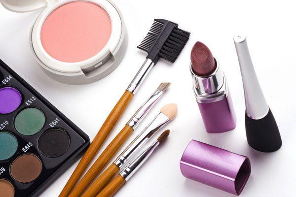 Haltbarkeit von Kosmetik: Wie lange ist was haltbar?