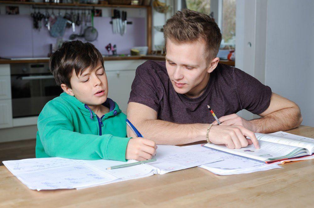 Student Nachhilfe zuhause lernen