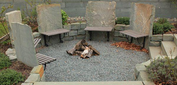 Gartenmöbel und Terrasse aus Stein bauen