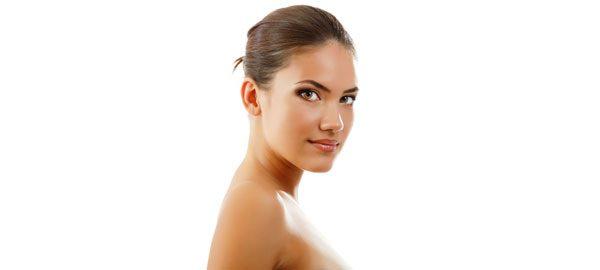 Bei Frauen mit getönter Haut wirkt der Teint immer frisch