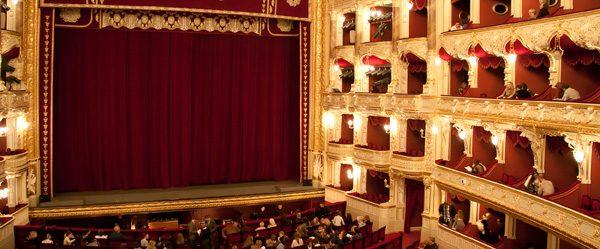 Richtiges Verhalten in der Oper  - Mit diesen 7 Knigge Tipps machen Sie nichts falsch