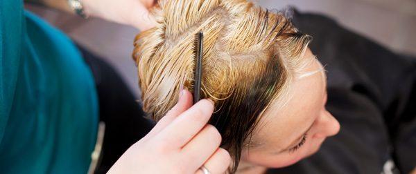 Schwarzes Haar blondieren – Anleitung und Tipps für eine blonde Mähne