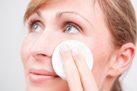 Gesicht reinigen und desinfizieren