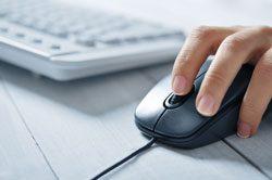 Nackenschmerzen Arbeitsplatz maus tastatur
