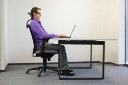 Nackenschmerzen Arbeitsplatz Sitzposition