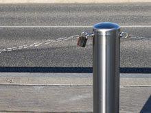 Absperrung mit Seil oder Kette