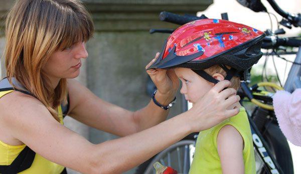 Fahrradanhänger Helm Kind