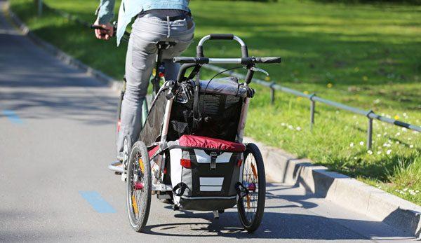 Fahrradanhänger für Kinder: Worauf Sie vor dem Kauf unbedingt achten müssen