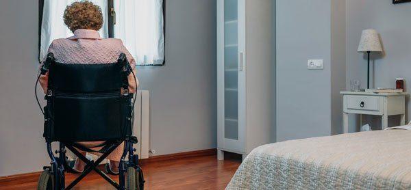 Schlafzimmer altersgerecht gestalten – Tipps zu Seniorenbett, Kleiderschrank und Gestaltung